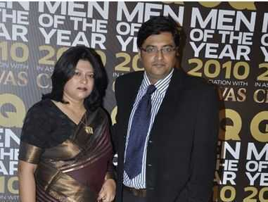 This image has an empty alt attribute; its file name is Arnab-Goswami-with-his-wife.jpg