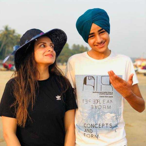 This image has an empty alt attribute; its file name is Himanshi-Khurana-with-her-brother-Apram-Deep.jpg