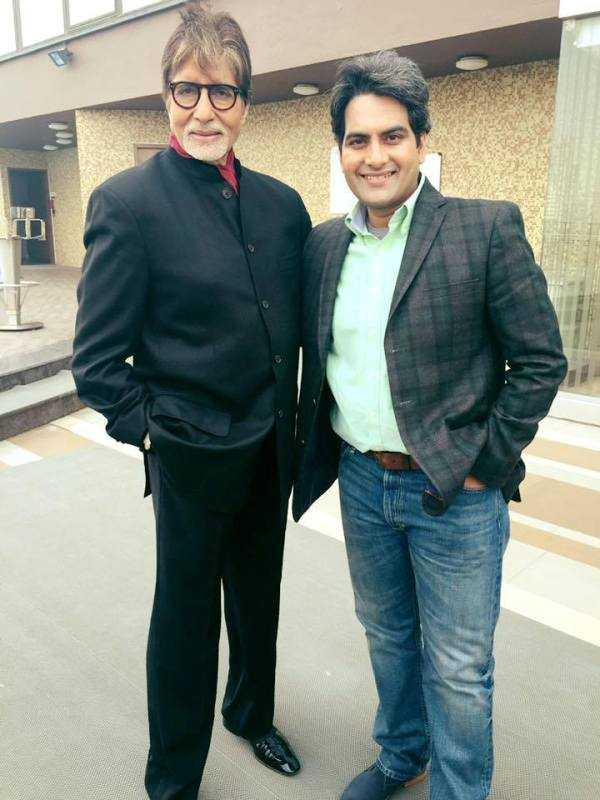 This image has an empty alt attribute; its file name is Sudhir-Chaudhary-with-Amitabh-Bachchan.jpg