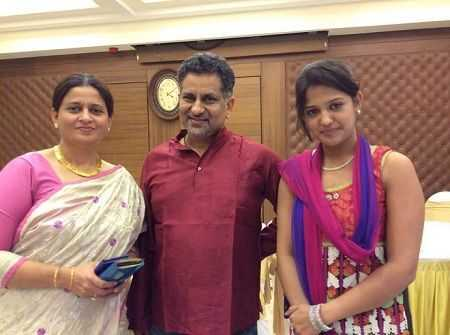 This image has an empty alt attribute; its file name is Gulki-Joshi-with-Parents.jpg
