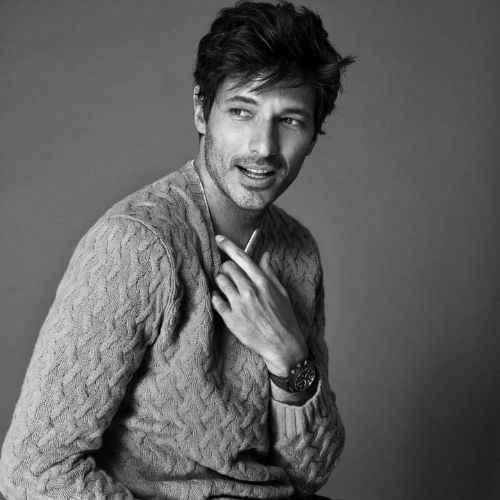This image has an empty alt attribute; its file name is Andres-Velencoso.jpg